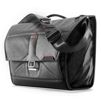 """The Everyday Messenger 15""""- Charcoal grey"""